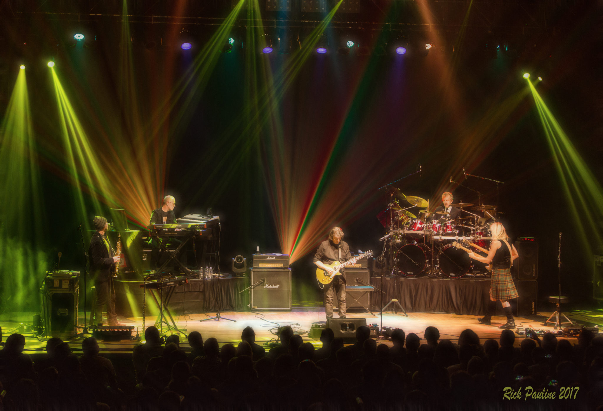 Steve HAckett Band 1 stripes live by Rick Pauline Hi Res copy